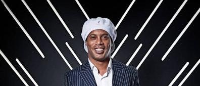La magia de Ronaldinho llega al Estadio Olímpico Andrés Quintana Roo