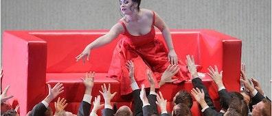 Los actos de La Traviata y la puesta en escena del Met